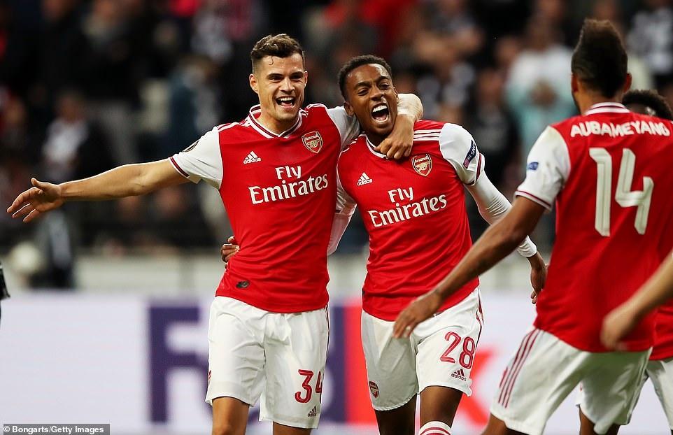 Arsenal thang 3-0 o tran ra quan Europa League hinh anh 3