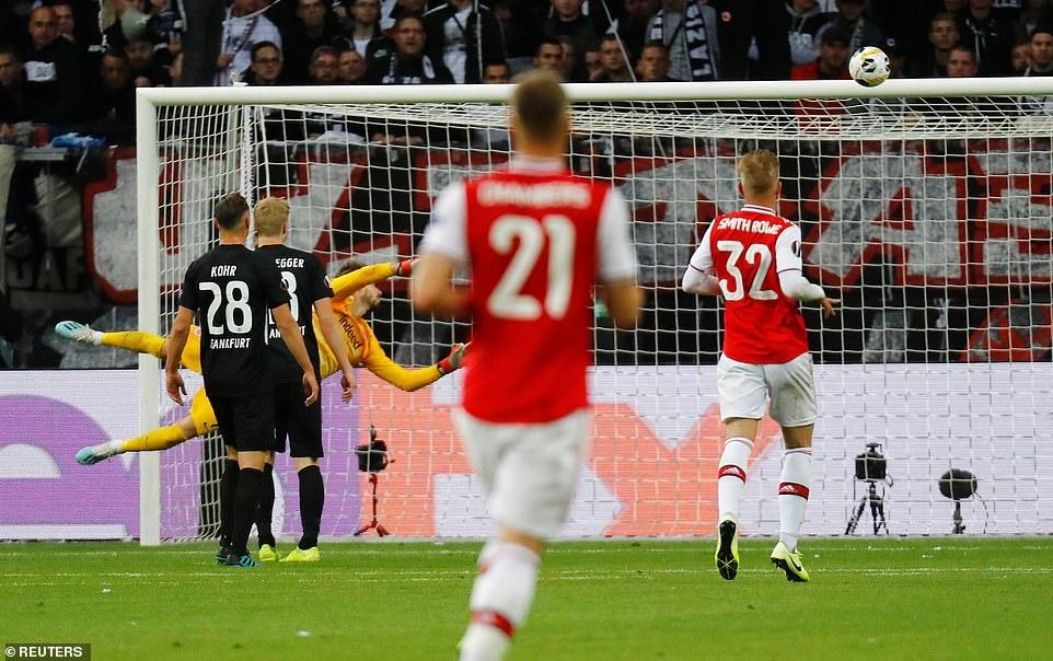 Arsenal thang 3-0 o tran ra quan Europa League hinh anh 4