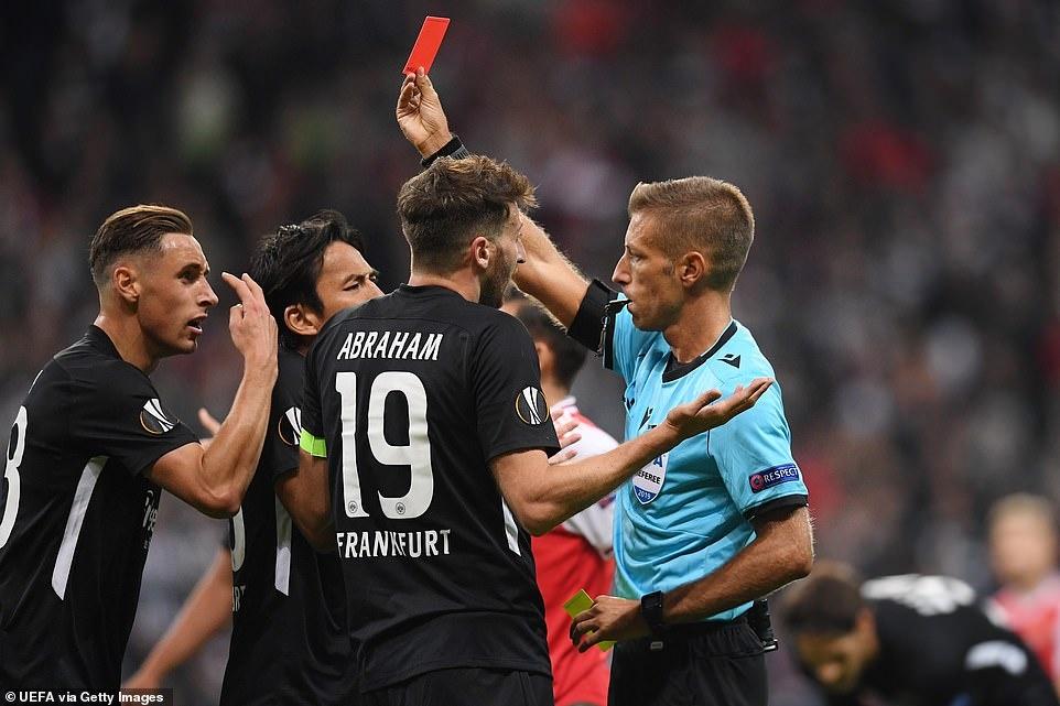 Arsenal thang 3-0 o tran ra quan Europa League hinh anh 6