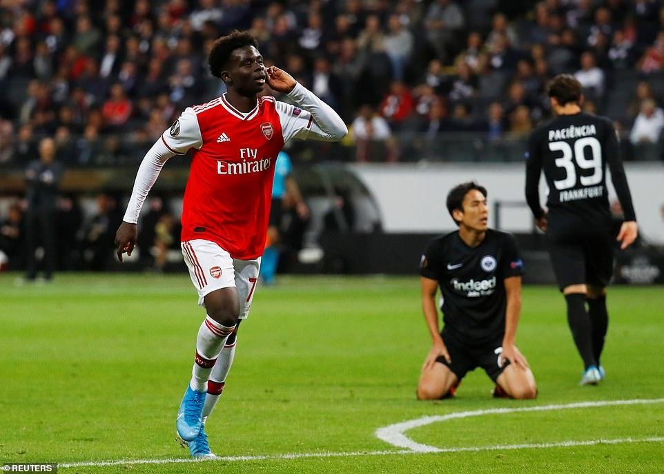 Arsenal thang 3-0 o tran ra quan Europa League hinh anh 7