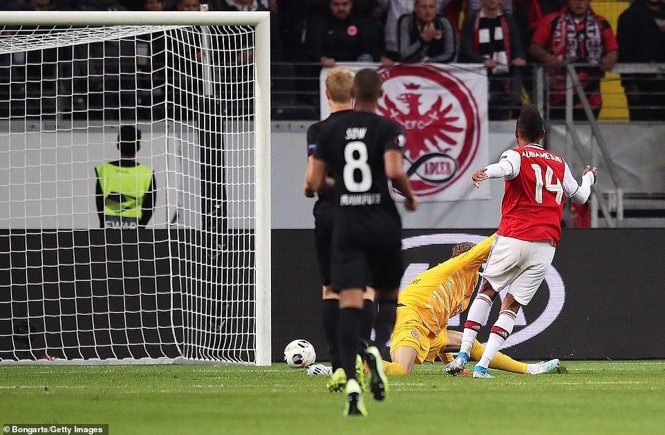 Arsenal thang 3-0 o tran ra quan Europa League hinh anh 9