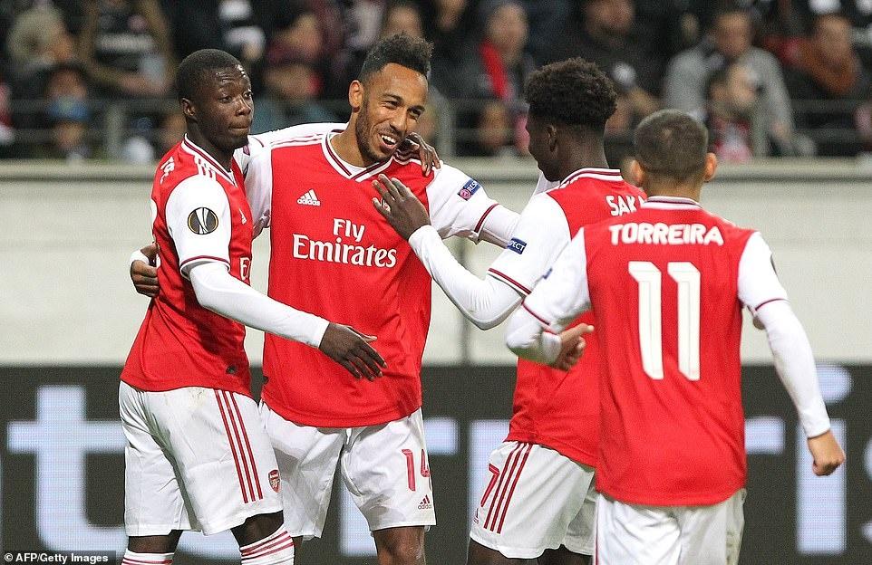 Arsenal thang 3-0 o tran ra quan Europa League hinh anh 10