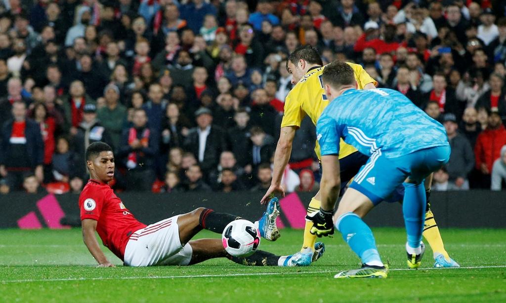 Man Utd gap Arsenal anh 4