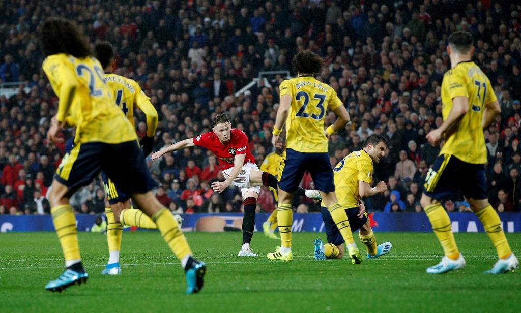 Man Utd gap Arsenal anh 5