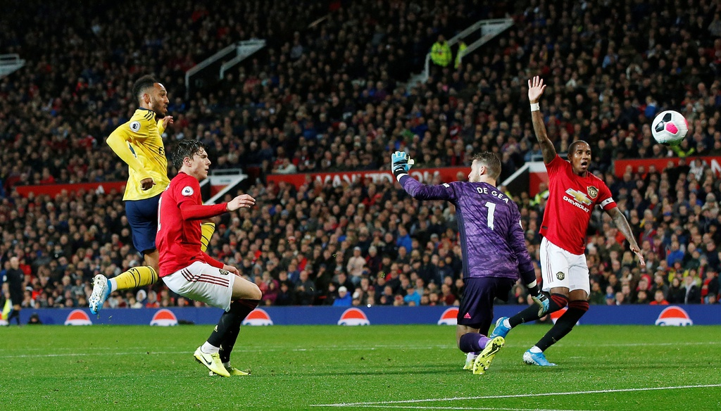 Man Utd gap Arsenal anh 6