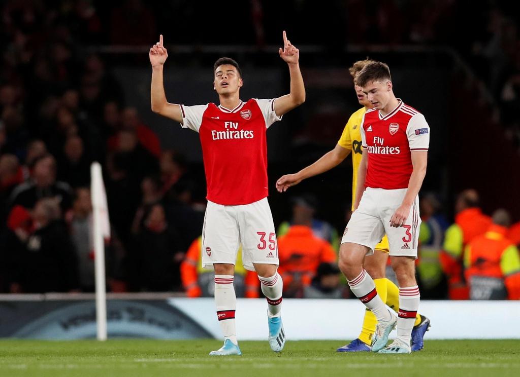 Tien dao 18 tuoi lap cu dup trong 2 phut giup Arsenal thang 4-0 hinh anh 5