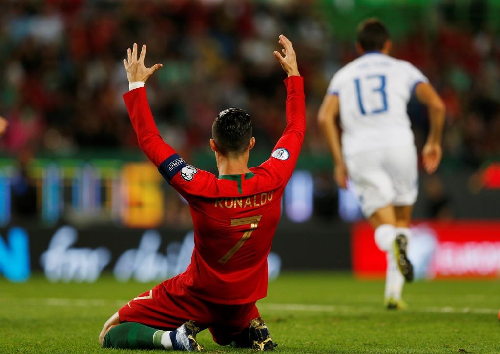 Ronaldo ghi ban giup Bo Dao Nha thang dam o VL Euro 2020 hinh anh 3