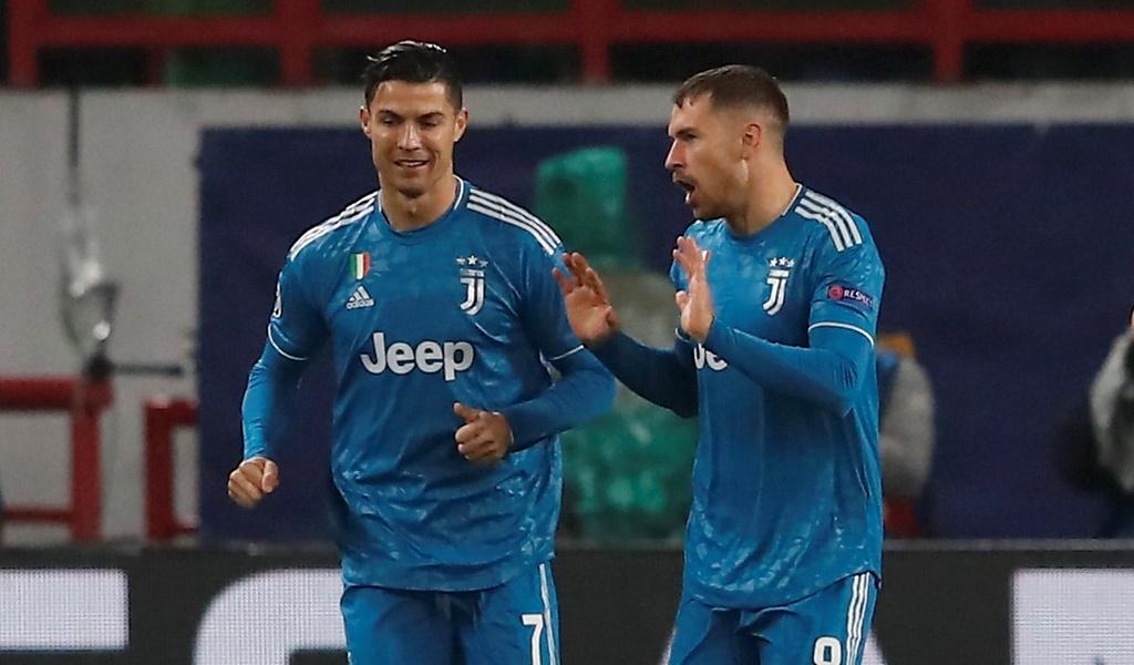 Ronaldo that vong khi bi Ramsey cuop ban thang hinh anh 4
