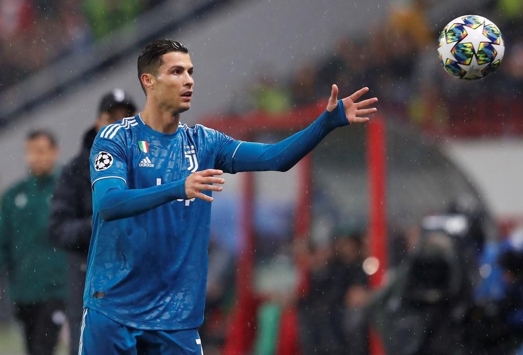 Ronaldo that vong khi bi Ramsey cuop ban thang hinh anh 6