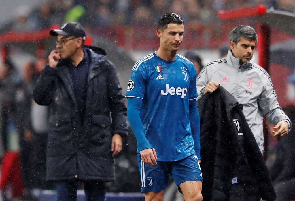 Ronaldo that vong khi bi Ramsey cuop ban thang hinh anh 7