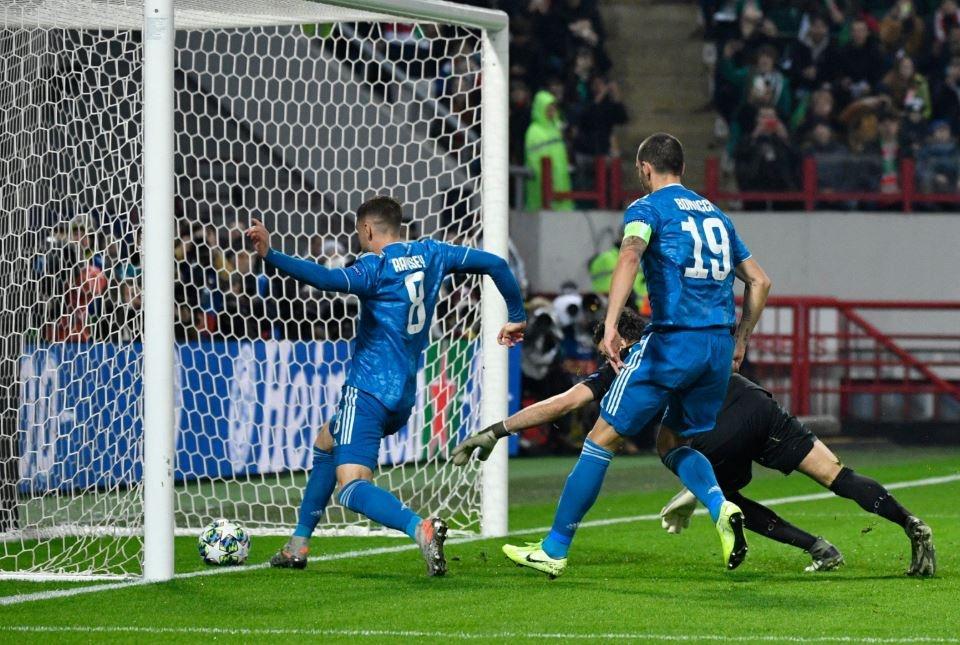 Ronaldo that vong khi bi Ramsey cuop ban thang hinh anh 1
