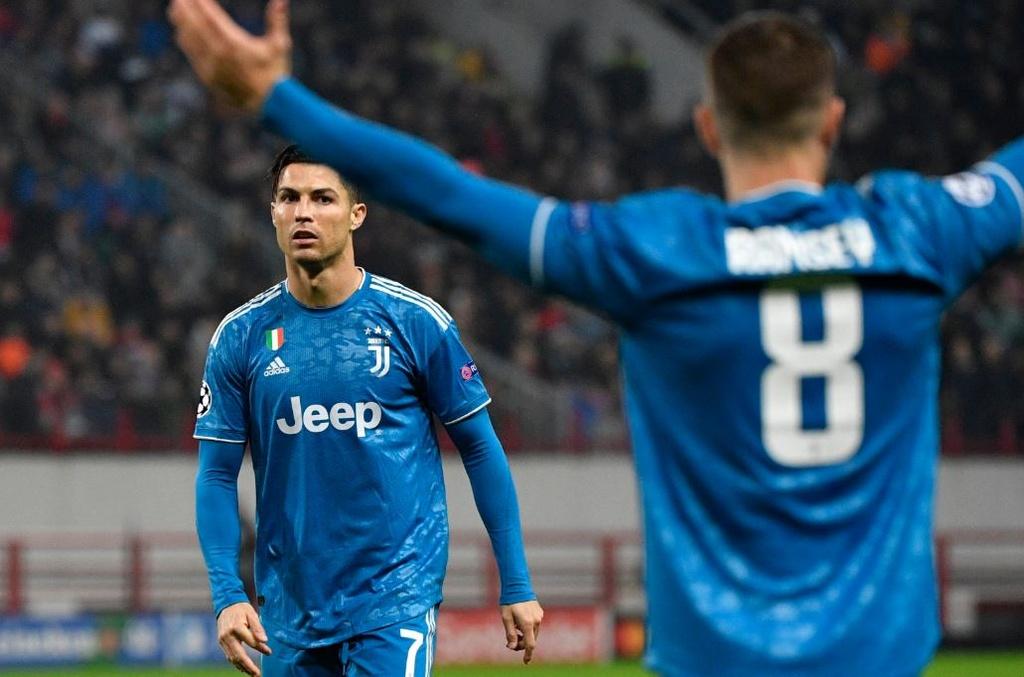 Ronaldo that vong khi bi Ramsey cuop ban thang hinh anh 3