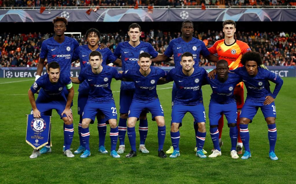 Tien ve Valencia tat bong thanh ban khien Chelsea bi cam hoa hinh anh 1