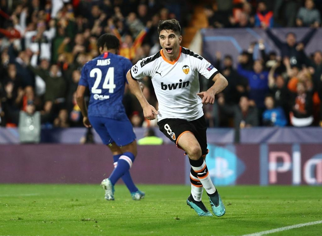 Tien ve Valencia tat bong thanh ban khien Chelsea bi cam hoa hinh anh 3