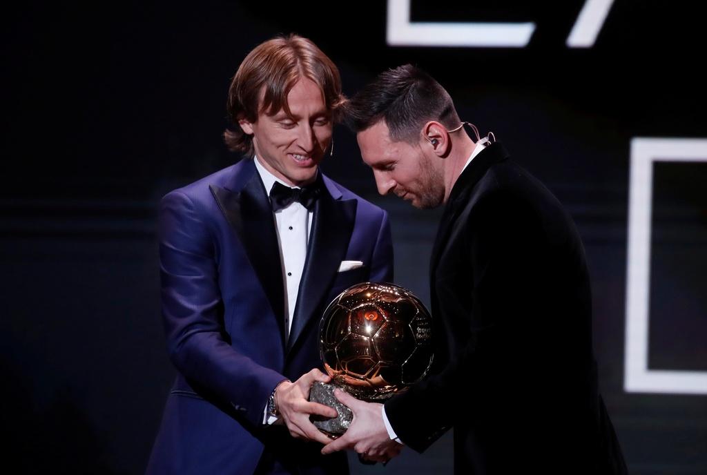 Dan khach VIP chung kien Messi lap ky luc gianh Qua bong Vang hinh anh 12