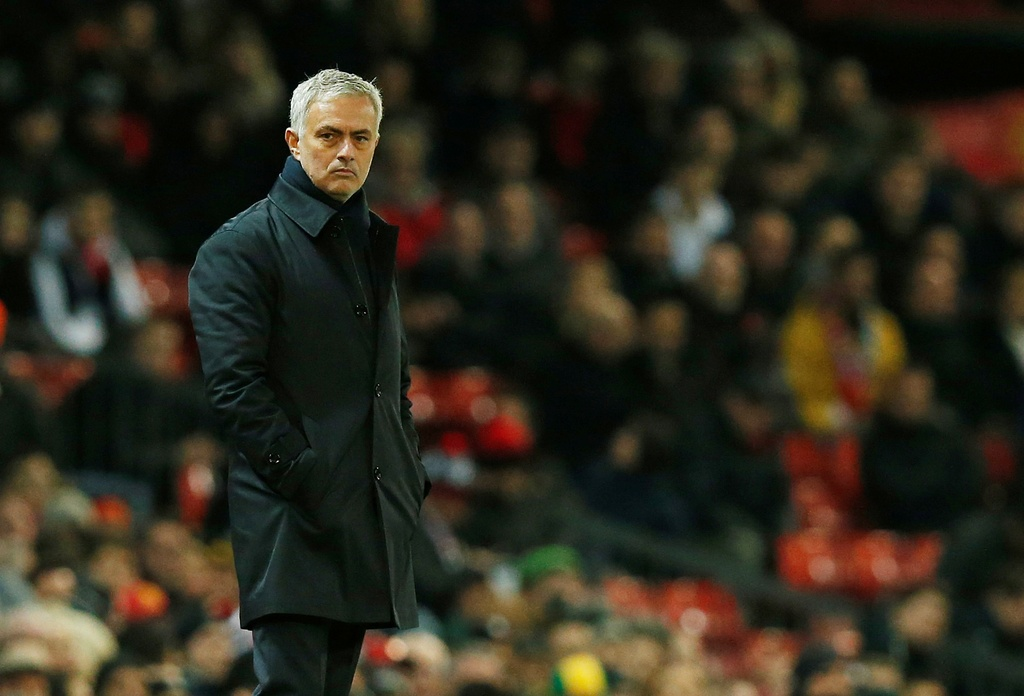 Mourinho thân thiện với cầu thủ MU sau trận thua