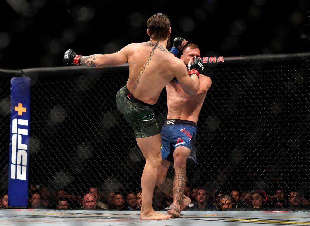 Conor McGregor khien doi thu bat ngo trong tran thang knock-out hinh anh 3 2020_01_19T054918Z_1038881934_RC2TIE9DZN2Q_RTRMADP_3_MMA_UFC_UFC246.JPG