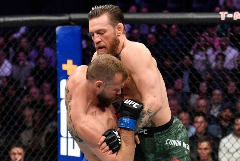 Conor McGregor khien doi thu bat ngo trong tran thang knock-out hinh anh 2 vai.JPG