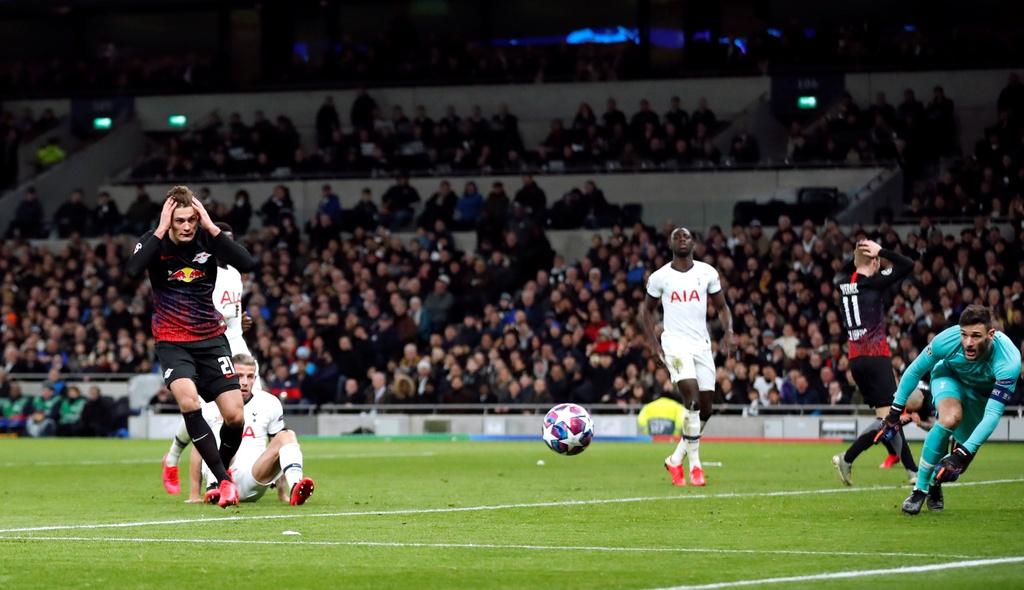 Tottenham thua tren san nha trong tran vang Son Heung-min hinh anh 9 2020_02_19T212658Z_808045057_RC2X3F945S0Z_RTRMADP_3_SOCCER_CHAMPIONS_TOT_RBL_REPORT.JPG