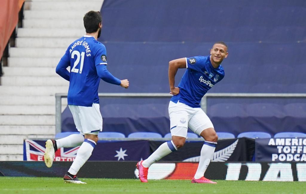 Everton dau Leicester City anh 4