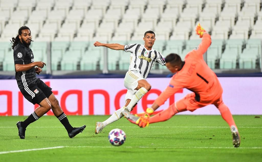 Juventus thua Lyon anh 1