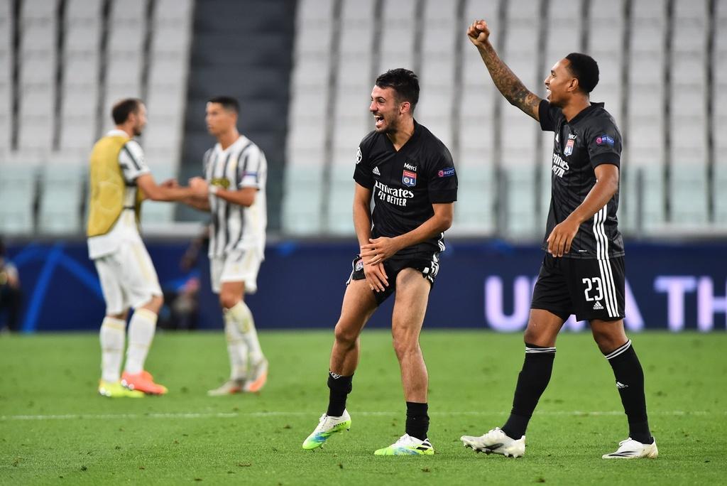 Juventus thua Lyon anh 6