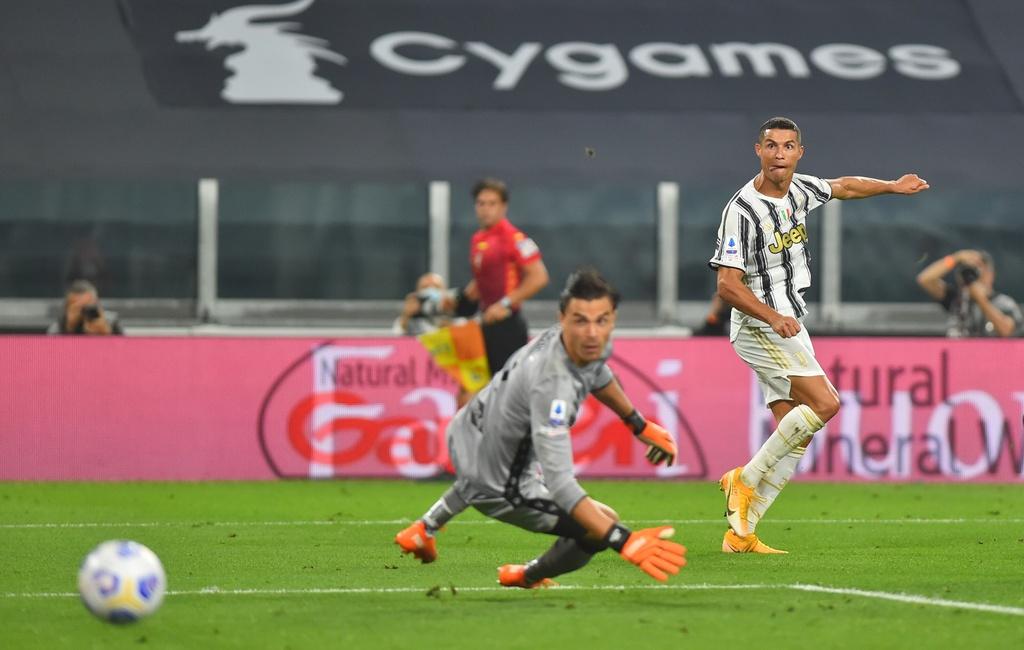 Ronaldo ghi ban trong tran ra quan cua Juventus anh 9