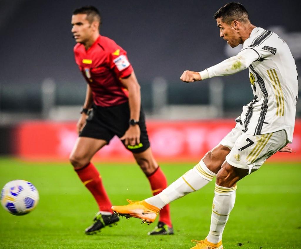 Ronaldo ghi ban trong tran ra quan cua Juventus anh 4