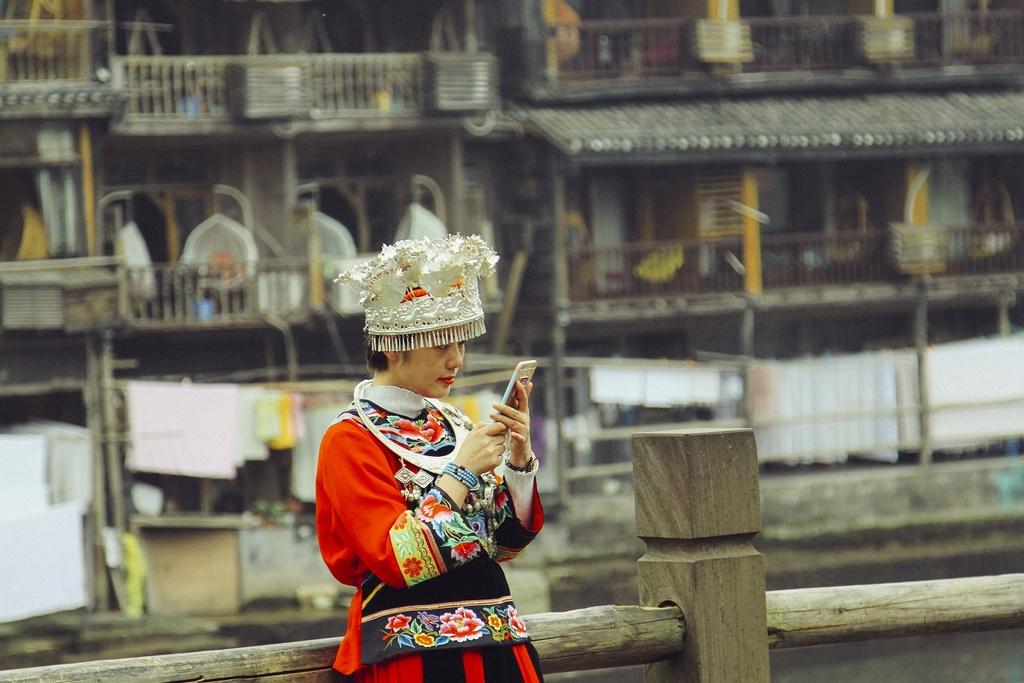 Phuong Hoang co tran dep mong mi ben dong Da Giang hinh anh 4