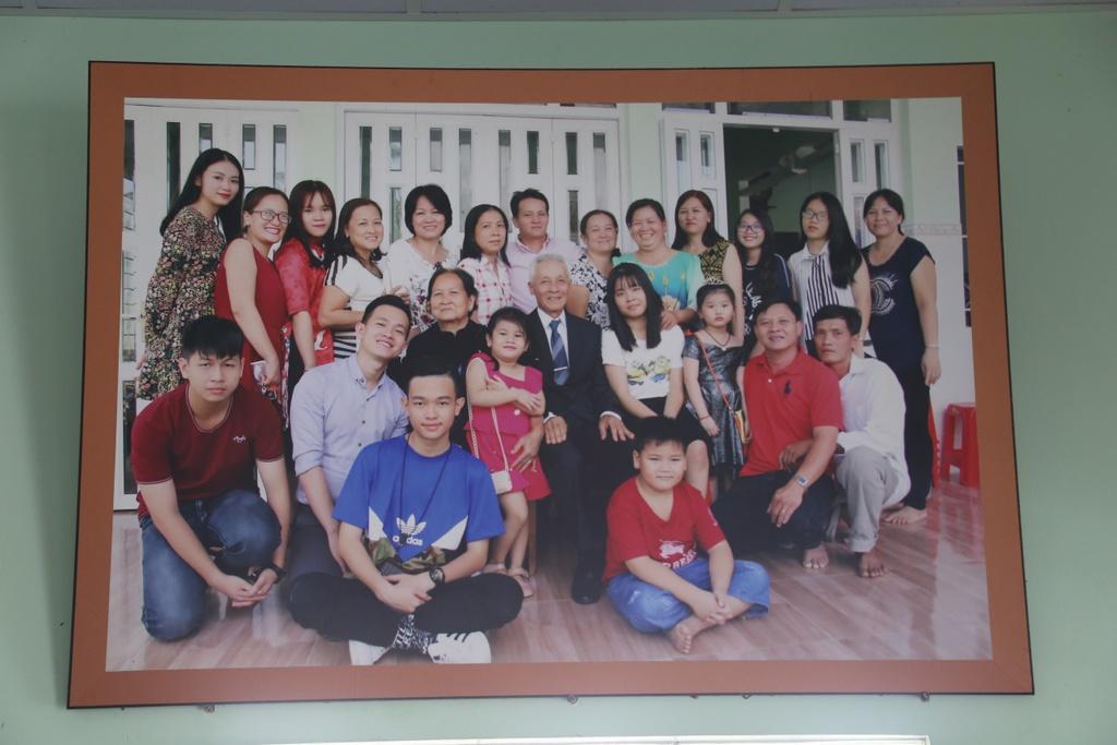 Gia canh Hoa hau Phuong Khanh o Ben Tre: Cha me ly hon, hoc tre 2 nam hinh anh 3