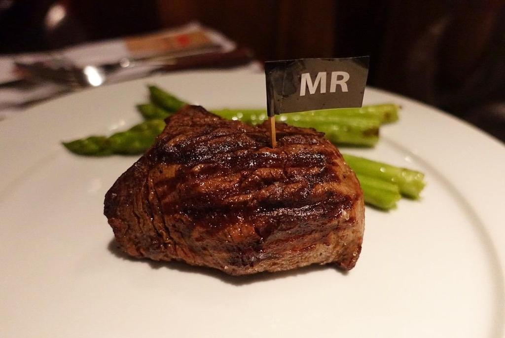 5 nha hang steak dat xat ra mieng noi tieng o Ha Noi hinh anh 3