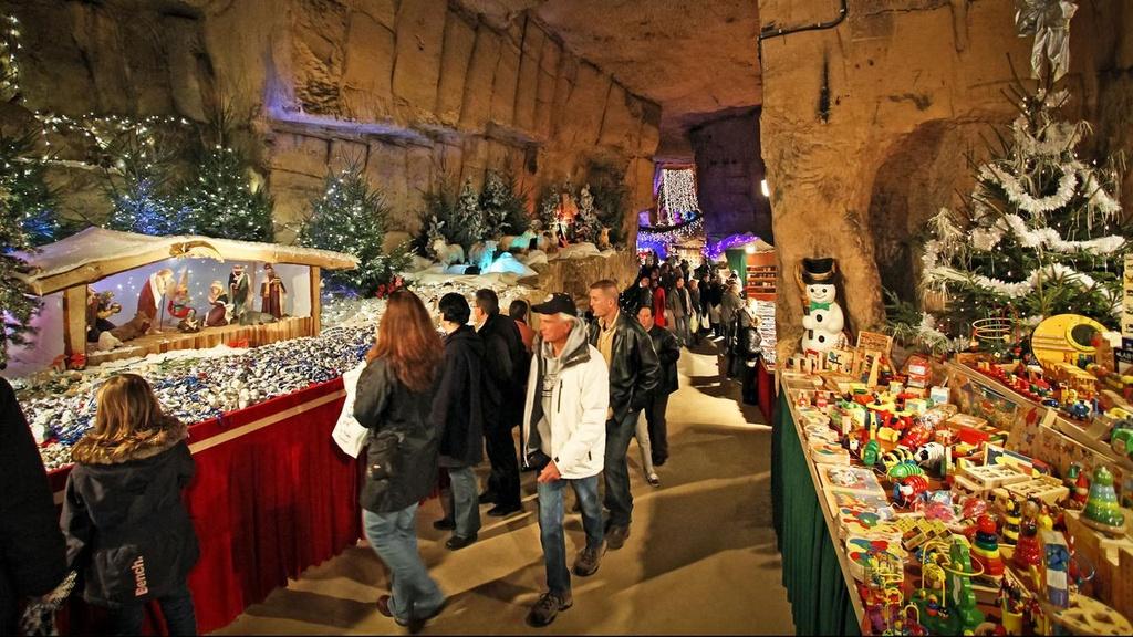 Nhung cho Giang sinh doc dao o chau Au hinh anh 3 bezoek-ondergrondse-kerstmarkten-in-valkenburg-vanaf-16-euro.jpg