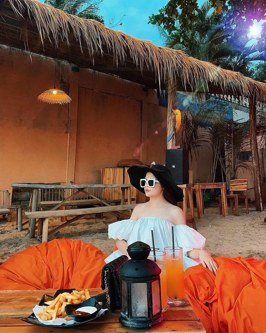 Chill het nac tai 4 diem ca phe view bien tuyet dep o Phu Quoc hinh anh 2  - _uynpu___1 - Chill hết nấc tại 4 điểm cà phê view biển tuyệt đẹp ở Phú Quốc