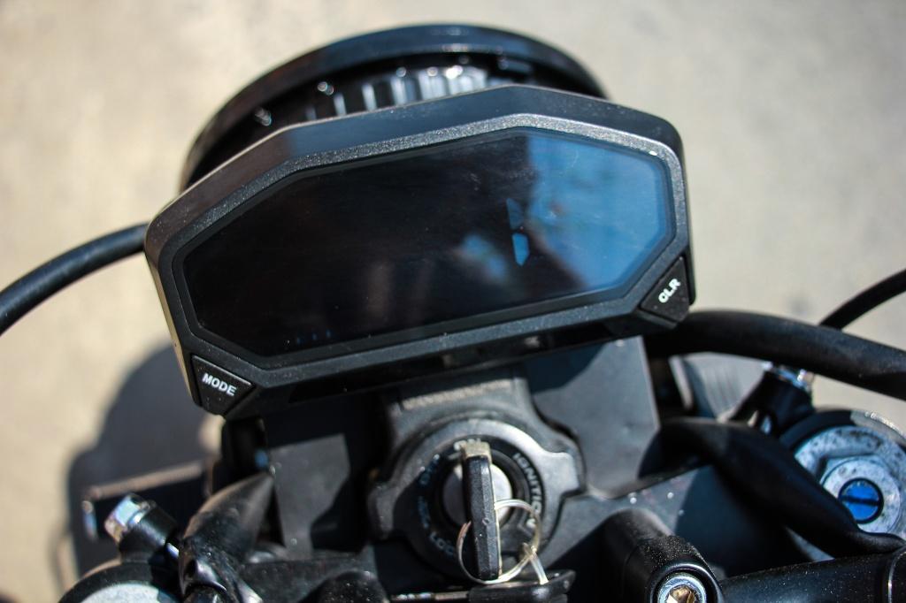 Honda CB400SF 15 tuoi lot xac voi phong cach tracker tai Sai Gon hinh anh 4