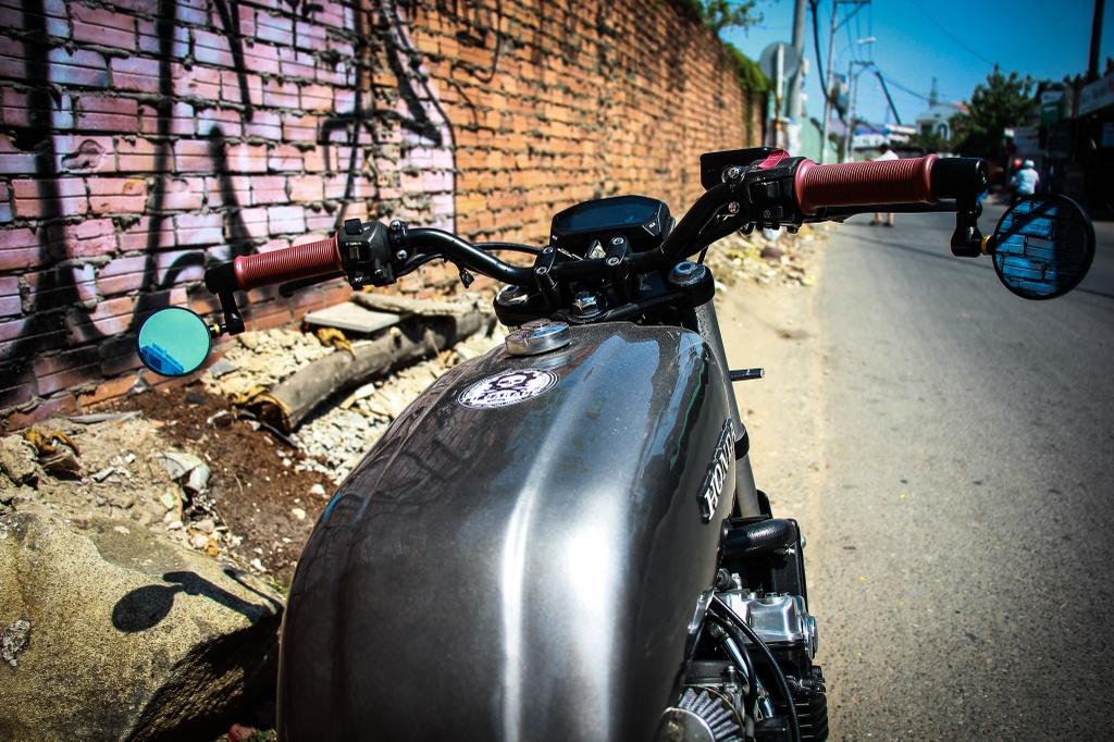 Honda CB400SF 15 tuoi lot xac voi phong cach tracker tai Sai Gon hinh anh 5