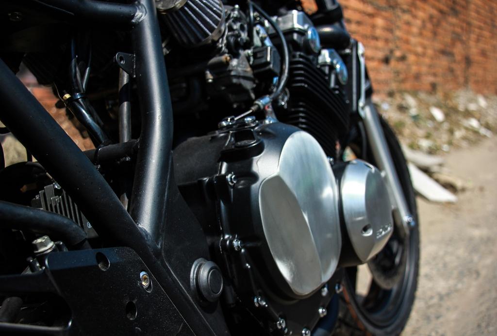 Honda CB400SF 15 tuoi lot xac voi phong cach tracker tai Sai Gon hinh anh 9