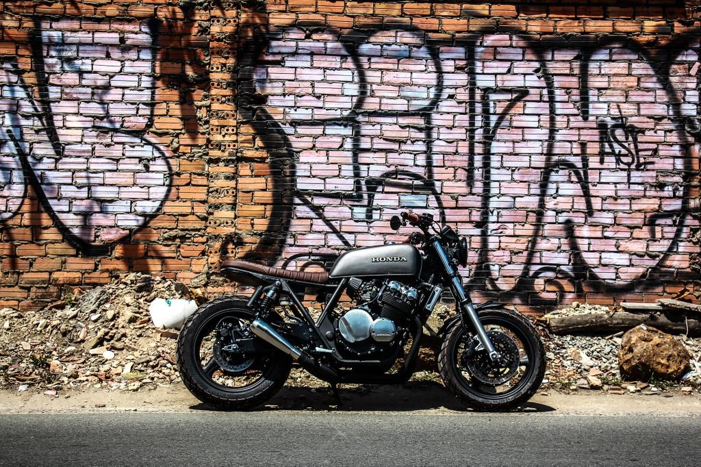 Honda CB400SF 15 tuoi lot xac voi phong cach tracker tai Sai Gon hinh anh 1