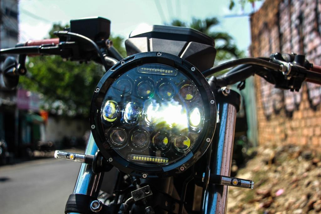 Honda CB400SF 15 tuoi lot xac voi phong cach tracker tai Sai Gon hinh anh 3