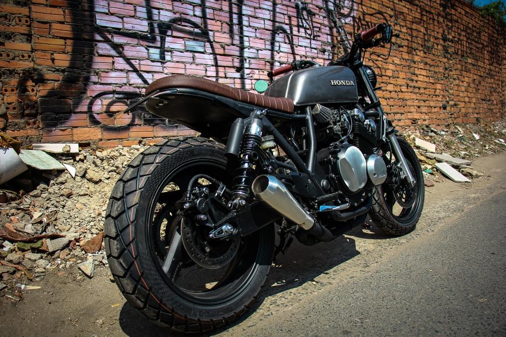 Honda CB400SF 15 tuoi lot xac voi phong cach tracker tai Sai Gon hinh anh 11