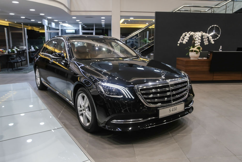 Can canh Mercedes-Benz S450 anh 2