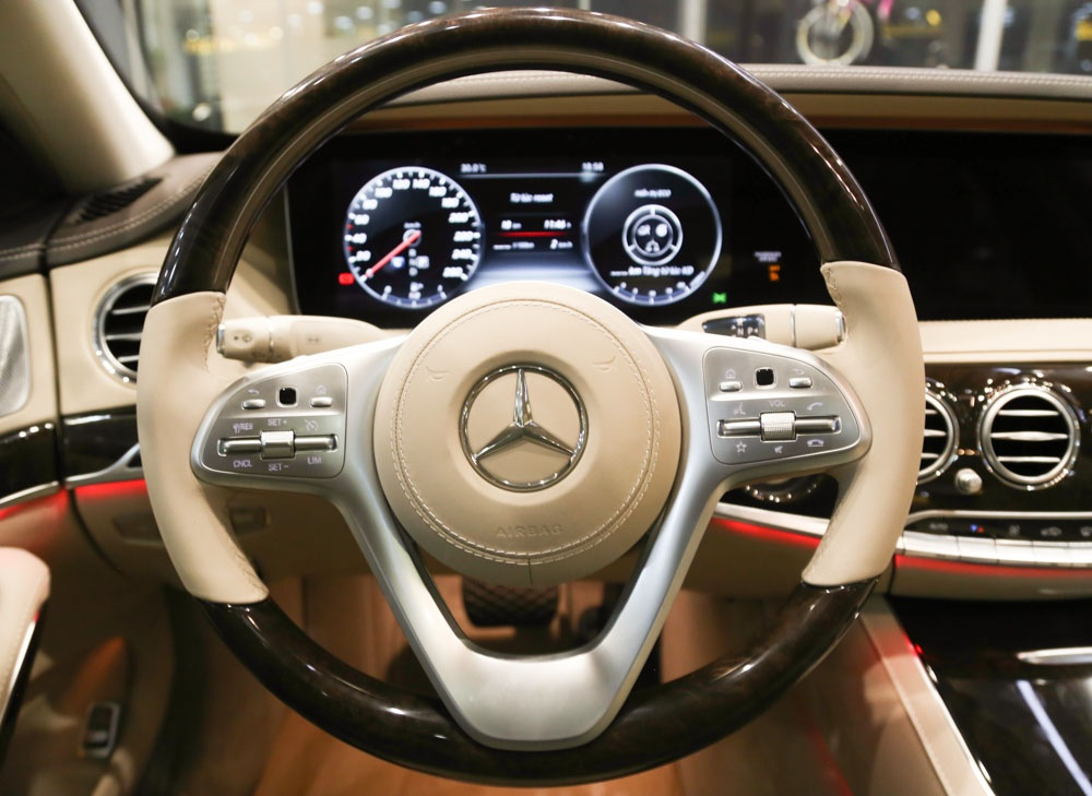 Can canh Mercedes-Benz S450 anh 9