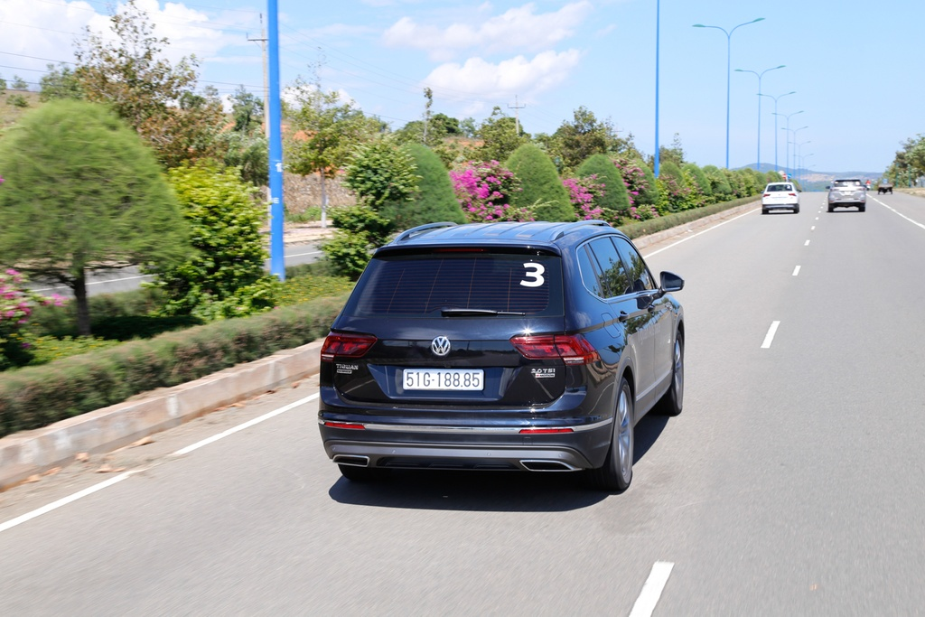 Danh gia Volkswagen Tiguan Allspace: Thuc dung, on dinh hinh anh 15