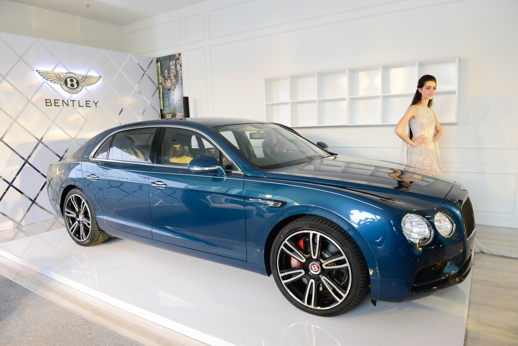 Chi tiet Bentley Flying Spur V8 S gia hon 16,8 ty dau tien tai VN hinh anh 1
