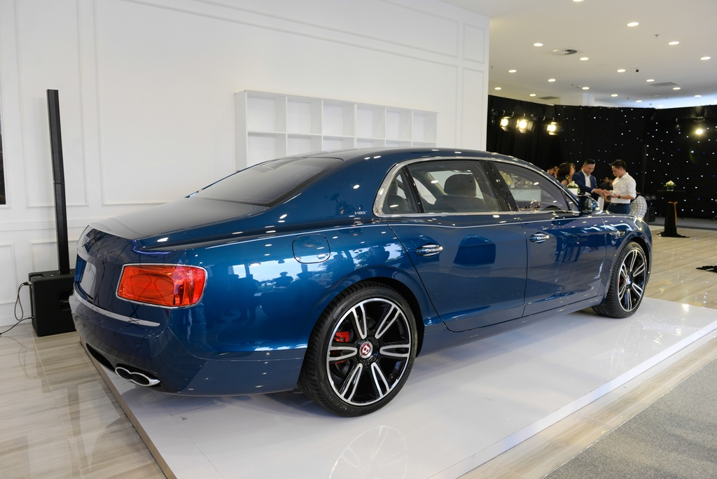 Chi tiet Bentley Flying Spur V8 S gia hon 16,8 ty dau tien tai VN hinh anh 8