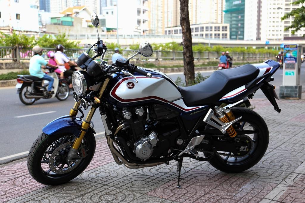 Honda CB1300 Super Four SP dau tien ve Viet Nam, gia 488 trieu dong hinh anh 10
