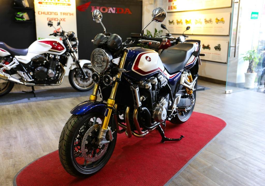 Honda CB1300 Super Four SP dau tien ve Viet Nam, gia 488 trieu dong hinh anh 1