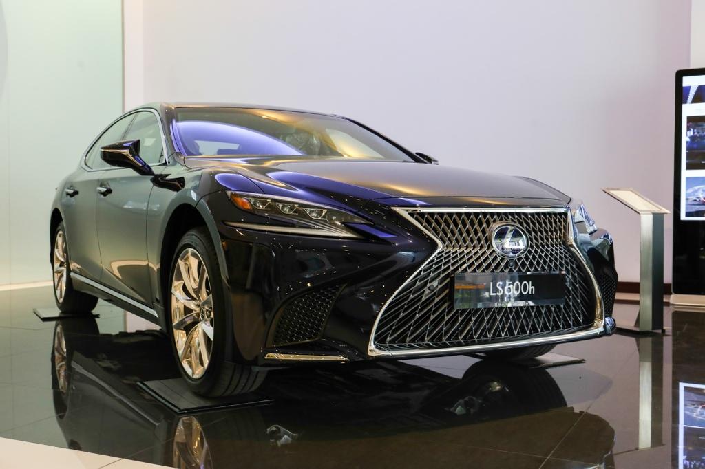 Chi tiet Lexus LS500h 2019 gia 8,75 ty dong vua ra mat o VN hinh anh 11