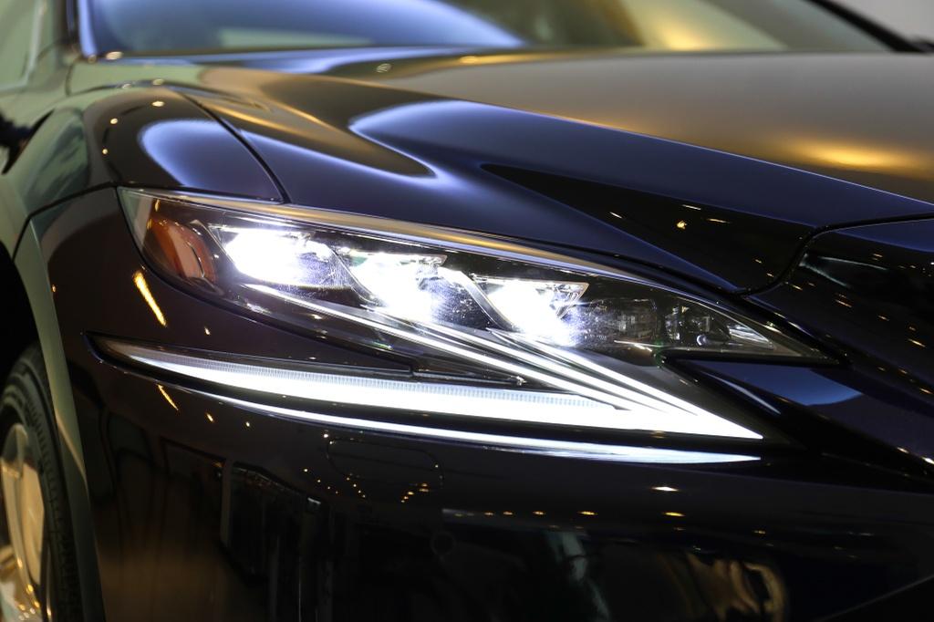 Chi tiet Lexus LS500h 2019 gia 8,75 ty dong vua ra mat o VN hinh anh 3