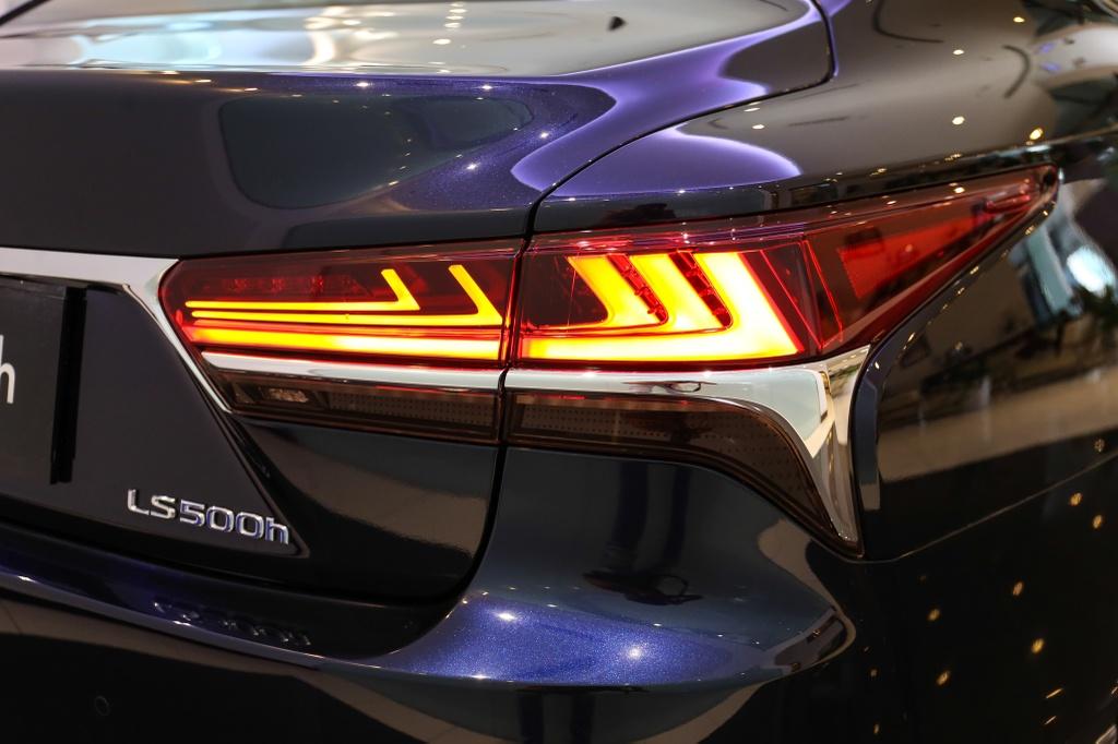 Chi tiet Lexus LS500h 2019 gia 8,75 ty dong vua ra mat o VN hinh anh 10