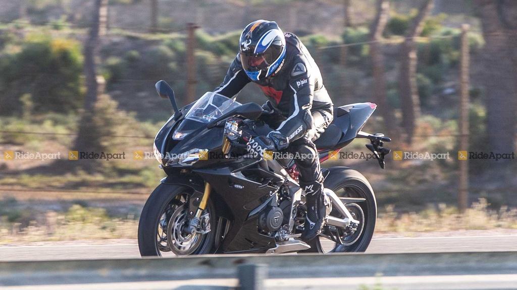 Sportbike Triumph Daytona 765 chay thu nghiem, cho ngay ra mat hinh anh 7